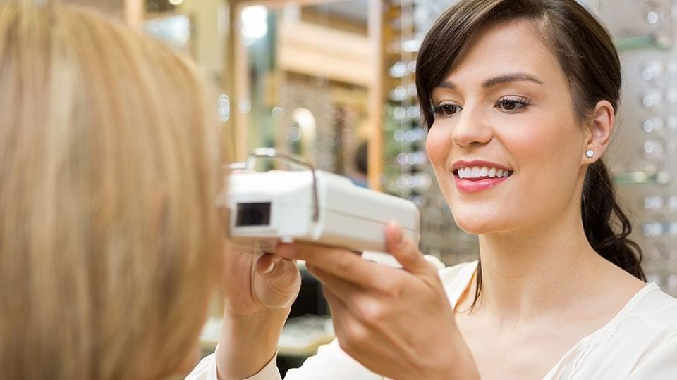 Pro kontaktní čočky za optometristou