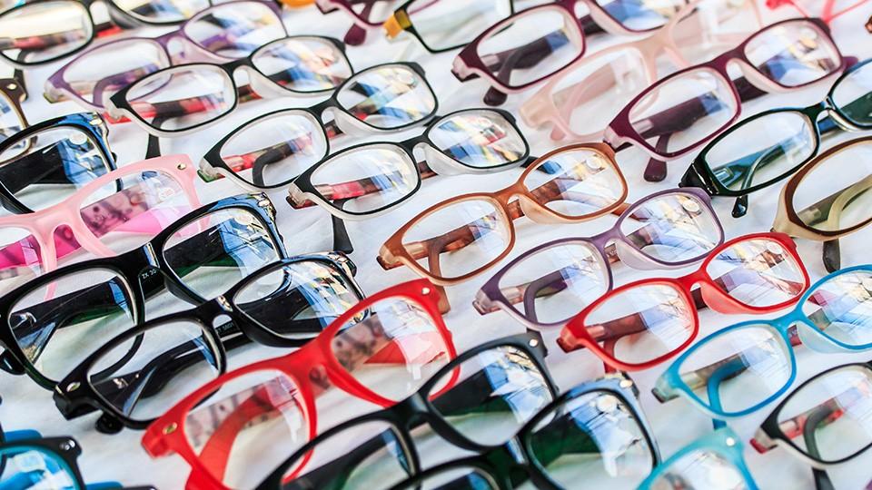 """Vyplatí se kupovat """"levné"""" brýle?"""